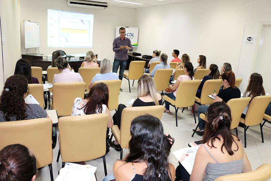 CDL Brusque conclui curso de Análise, Crédito e Cobrança de Devedores 3973a0f1d8