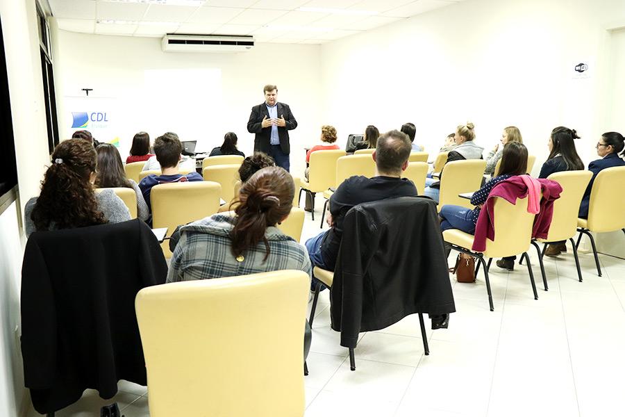 CDL Brusque   Notícias   CDL Brusque realiza curso sobre Contas a ... 6a03b9f7af